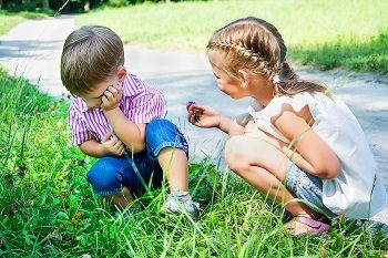 little girl apologizes to the offended boy
